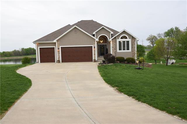 4701 N 130th Street, Kansas City, KS 66109 (#2159537) :: House of Couse Group