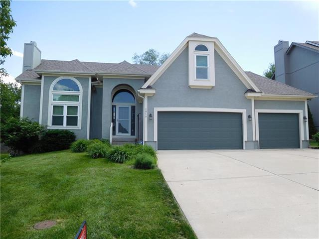 1017 SW Whistle Drive, Lee's Summit, MO 64082 (#2159761) :: House of Couse Group