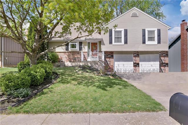 15408 S Summertree Lane, Olathe, KS 66062 (#2160077) :: Team Real Estate