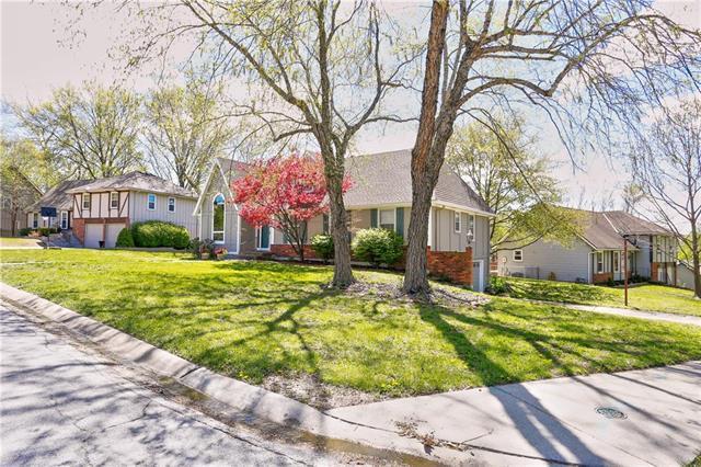 13403 W 82nd Street, Lenexa, KS 66215 (#2160097) :: Team Real Estate