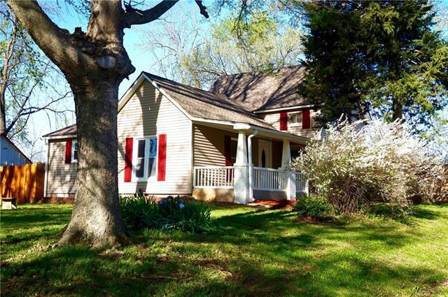 105 E Washington Street, Paola, KS 66071 (#2160548) :: House of Couse Group