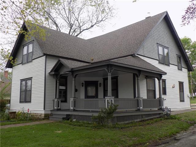 400 W Mechanic Street, Harrisonville, MO 64701 (#2160601) :: Kansas City Homes