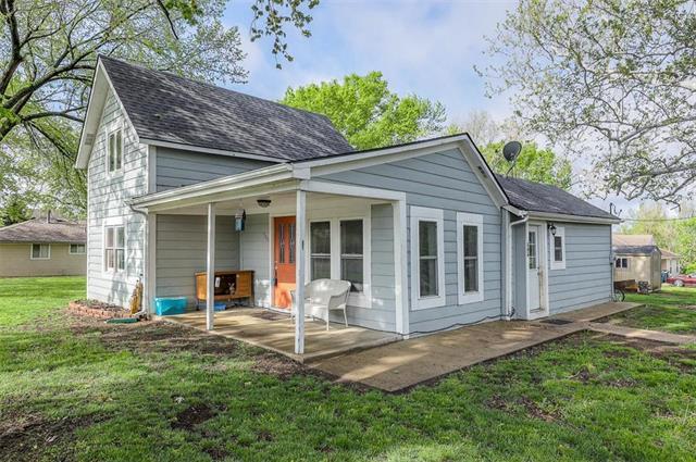 506 N Broadway Street, Louisburg, KS 66053 (#2160690) :: Kansas City Homes