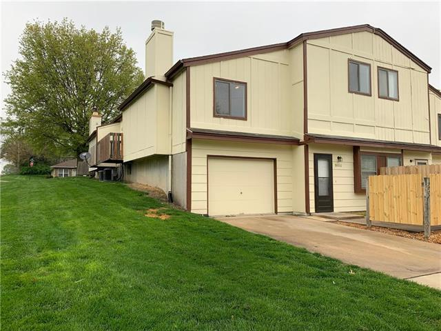 9000 E 85th Place, Raytown, MO 64138 (#2160710) :: House of Couse Group
