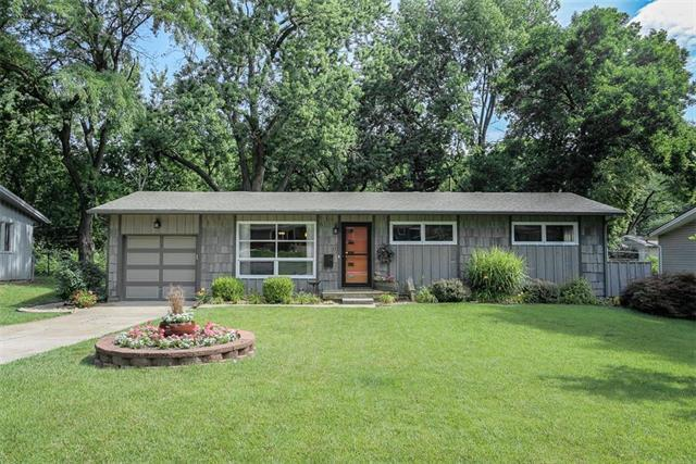 6030 W 76th Street, Prairie Village, KS 66208 (#2161006) :: The Shannon Lyon Group - ReeceNichols