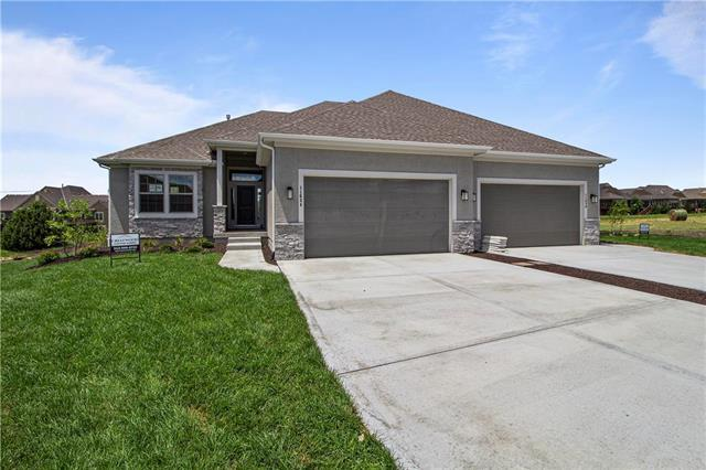 11634 S Deer Run Street, Olathe, KS 66061 (#2161851) :: Clemons Home Team/ReMax Innovations