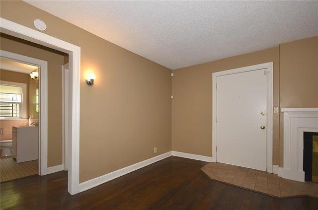 1815 E 75th Street, Kansas City, MO 64132 (#2162313) :: Clemons Home Team/ReMax Innovations