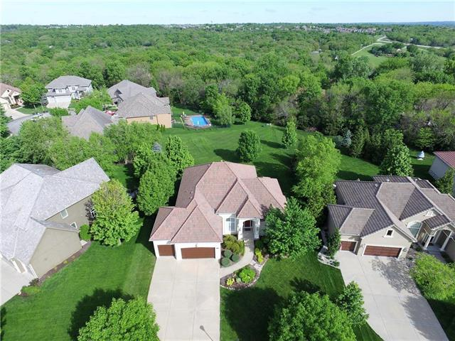 8718 Pine Street, Lenexa, KS 66220 (#2163902) :: The Shannon Lyon Group - ReeceNichols
