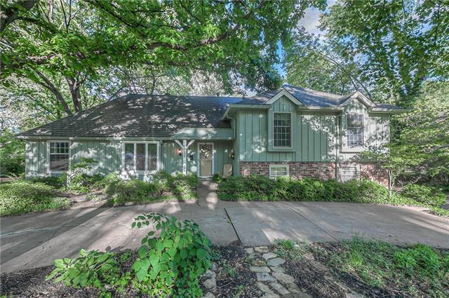 8127 Sagamore Road, Leawood, KS 66206 (#2165410) :: House of Couse Group