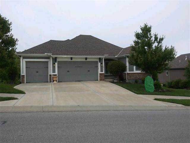 5874 S National Drive, Parkville, MO 64152 (#2165779) :: House of Couse Group