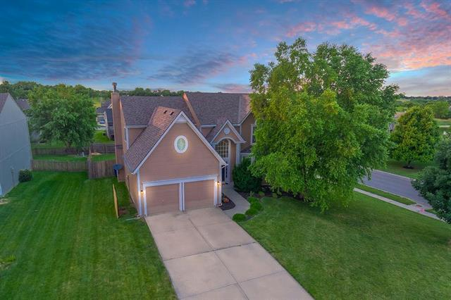 19486 W 207th Place, Spring Hill, KS 66083 (#2166448) :: House of Couse Group
