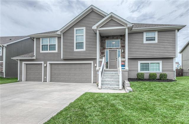 10511 Augusta Drive, Kansas City, KS 66109 (#2167493) :: House of Couse Group