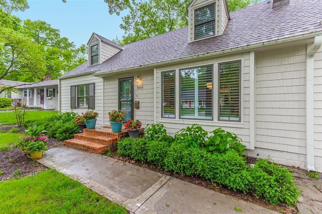7404 El Monte Street, Prairie Village, KS 66208 (#2167537) :: House of Couse Group