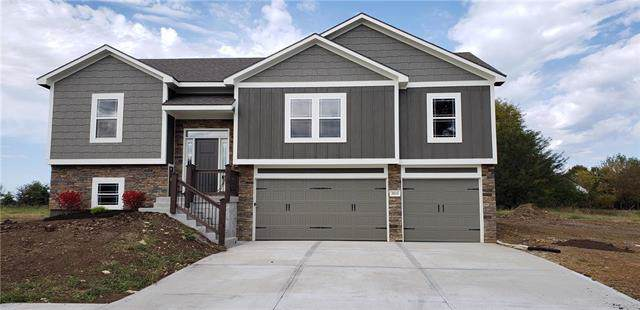 3015 E Canyon Way, Harrisonville, MO 64701 (#2167595) :: Eric Craig Real Estate Team