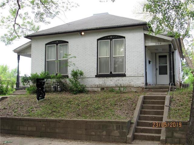2108 S 14 Street, St Joseph, MO 64503 (#2167628) :: Edie Waters Network