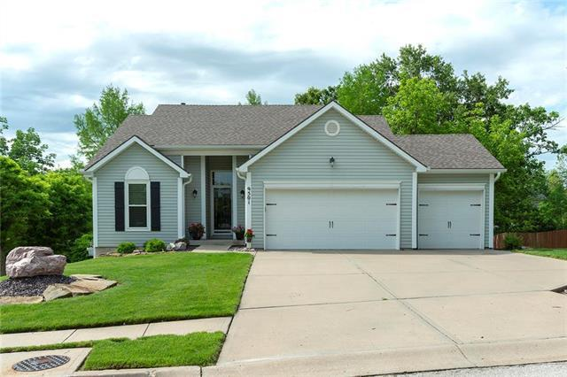 9501 NW 86TH Terrace, Kansas City, MO 64153 (#2167665) :: Edie Waters Network