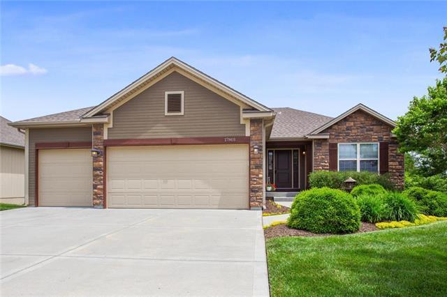 17801 Greyhawke Rdg Drive, Smithville, MO 64089 (#2168563) :: Eric Craig Real Estate Team