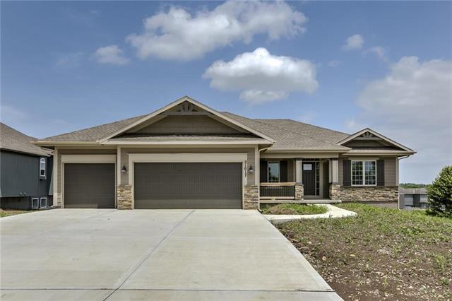 21017 Emerald Street, Spring Hill, KS 66083 (#2168634) :: House of Couse Group