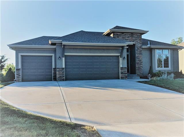 25112 W 83rd Terrace, Lenexa, KS 66227 (#2168693) :: House of Couse Group