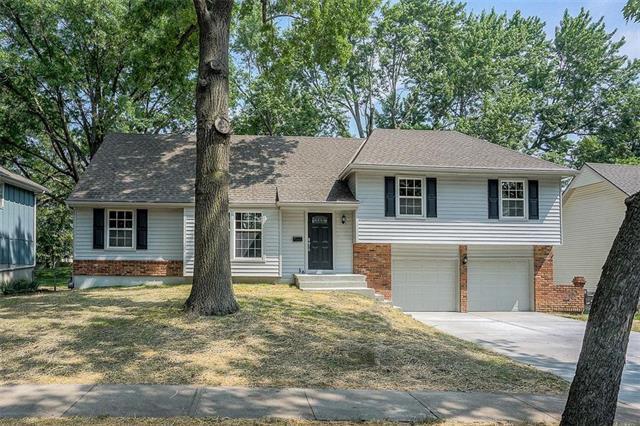 10200 W 97th Terrace, Overland Park, KS 66212 (#2168940) :: House of Couse Group