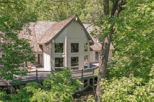 18511 Midland Drive, Shawnee, KS 66218 (#2169674) :: Kansas City Homes