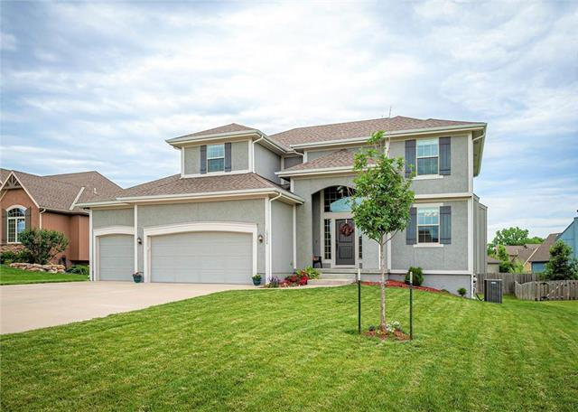 19226 W 210th Street, Spring Hill, KS 66083 (#2169734) :: House of Couse Group