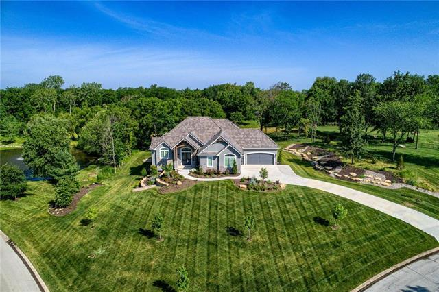 4712 NW Canyon Circle, Lee's Summit, MO 64064 (#2170075) :: House of Couse Group