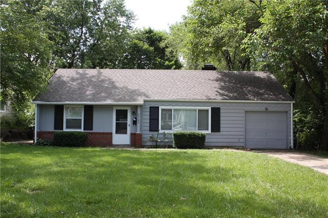 2705 W 75th Place, Prairie Village, KS 66208 (#2171011) :: NestWork Homes