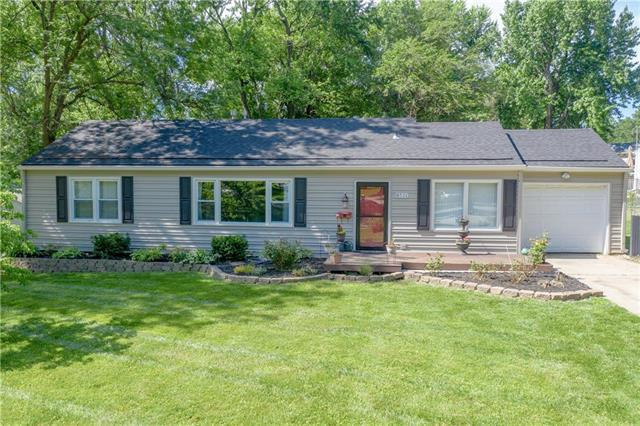 8501 W 86TH Street, Overland Park, KS 66212 (#2171500) :: House of Couse Group