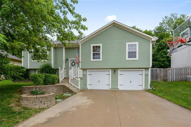 2601 NW Richard Drive, Blue Springs, MO 64015 (#2171824) :: NestWork Homes