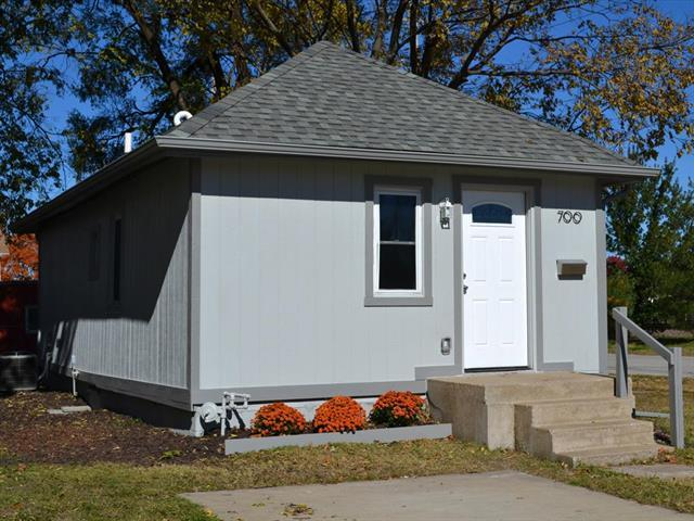 700 Brown Avenue, Osawatomie, KS 66064 (#2171939) :: The Gunselman Team