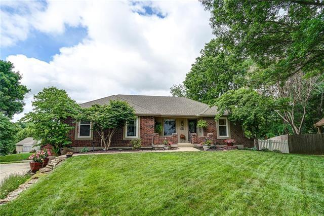 2101 NW 11th Street, Blue Springs, MO 64015 (#2172223) :: No Borders Real Estate