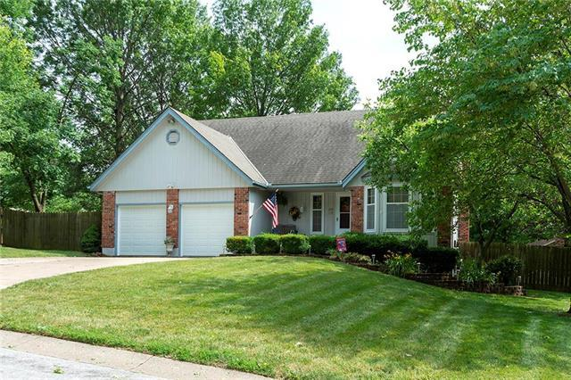 405 NE Lincoln Street, Lee's Summit, MO 64064 (#2173120) :: Kedish Realty Group at Keller Williams Realty