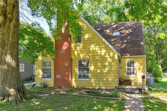 1234 S Main Street, Independence, MO 64055 (#2173332) :: Clemons Home Team/ReMax Innovations