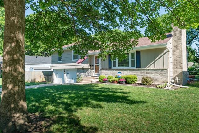 3712 W 50th Street, Roeland Park, KS 66205 (#2174157) :: House of Couse Group