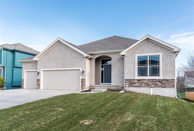 6429 N 141st Street, Basehor, KS 66007 (#2176358) :: Kansas City Homes