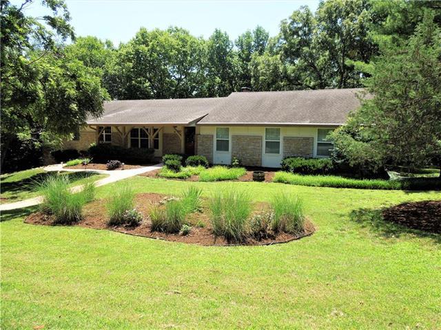 20901 Pebble Lane, Lenexa, KS 66220 (#2176375) :: Team Real Estate