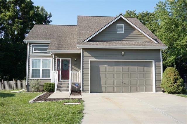1001 NW Pennington Place, Blue Springs, MO 64015 (#2176706) :: Eric Craig Real Estate Team