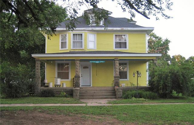 345 E 4th Avenue, Garnett, KS 66032 (#2176843) :: The Gunselman Team