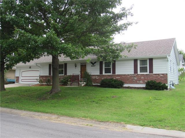 807 N Halsey Avenue, Harrisonville, MO 64701 (#2177288) :: House of Couse Group