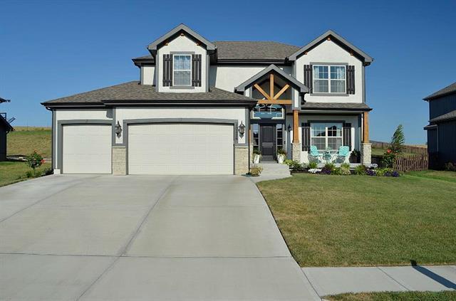 10226 N Cedar Avenue, Kansas City, MO 64157 (#2179053) :: Dani Beyer Real Estate
