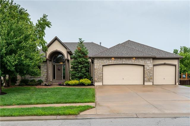 3204 SE Brookside Drive, Lee's Summit, MO 64063 (#2180205) :: Kansas City Homes