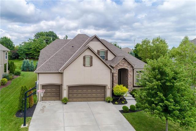 8736 W 157th Street, Overland Park, KS 66221 (#2181354) :: Kansas City Homes