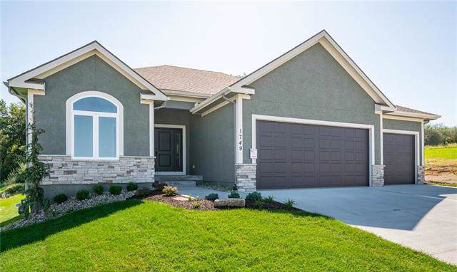 1749 NE Parkwood Drive, Lee's Summit, MO 64064 (#2181596) :: House of Couse Group