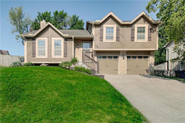 1561 N Hunter Drive, Olathe, KS 66061 (#2182362) :: House of Couse Group