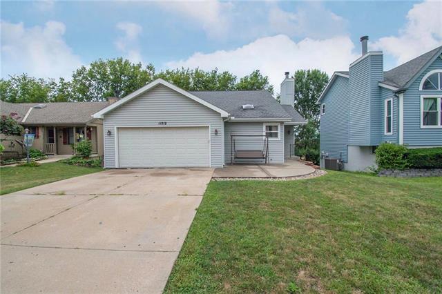 11212 N Marsh Avenue, Kansas City, MO 64157 (#2182605) :: Kansas City Homes