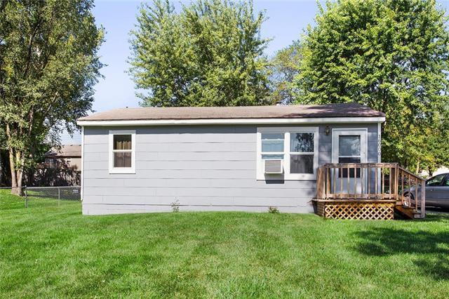 16000 Terry Avenue, Belton, MO 64012 (#2183203) :: Kansas City Homes