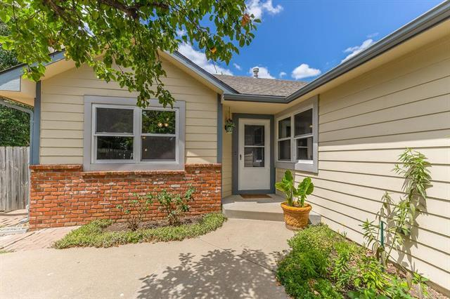 912 Alma Court, Lawrence, KS 66049 (#2183353) :: House of Couse Group