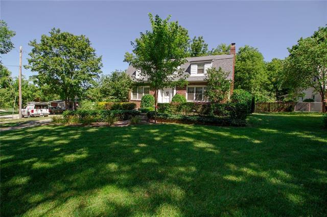 2905 SE Walnut Street, Blue Springs, MO 64015 (#2183375) :: Kansas City Homes