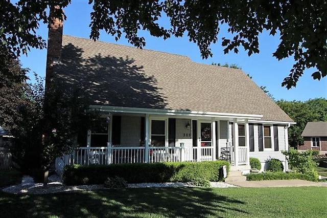 305 NW 39TH Street, Blue Springs, MO 64015 (#2183509) :: Kansas City Homes